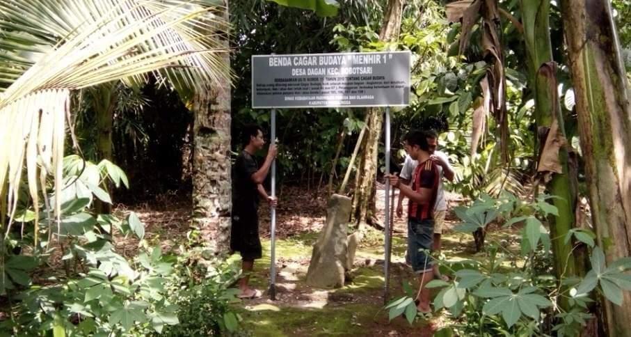 Persiapan Obyek Wisata Sejarah, Papan Nama Situs Batu Menhir Desa Dagan Diperbaiki