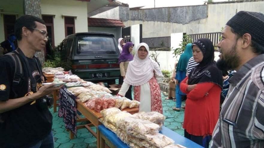 Sekjen Aptika Kominfo RI Kunjungi Pengrajin Produk Lokal Desa Dagan