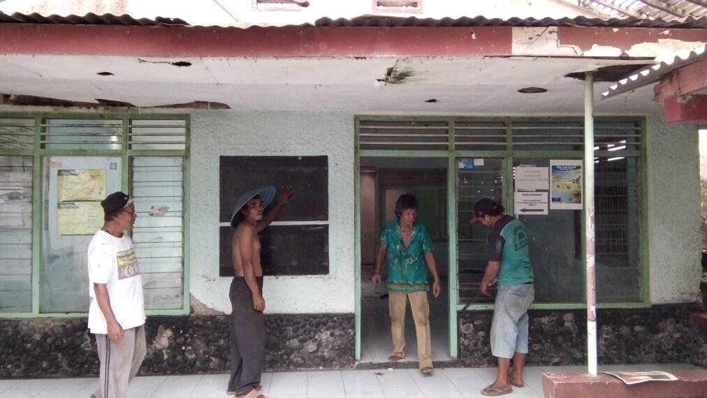 Dikucur Bantuan Keuangan Khusus Rp. 200 juta, Kantor Kepala Desa Dagan Mulai Dibongkar