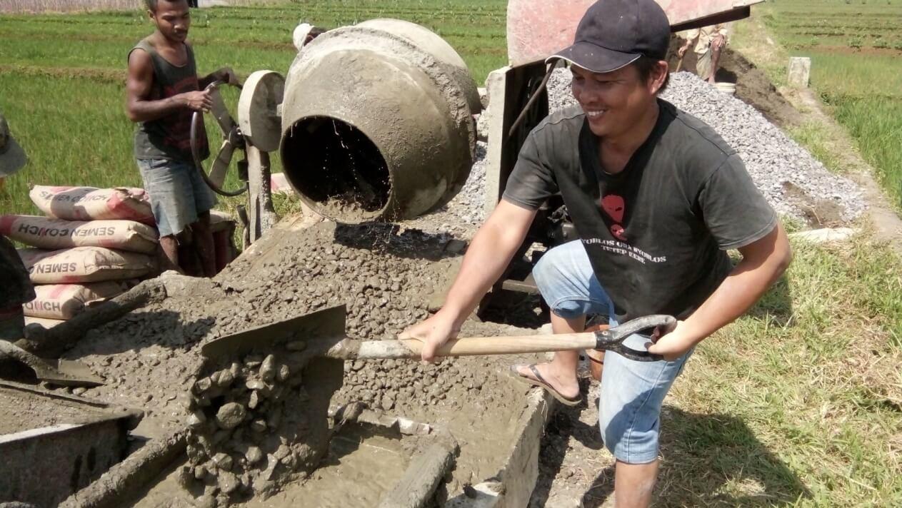 Pengerjaan Rabat Jalan Dusun V Desa Dagan