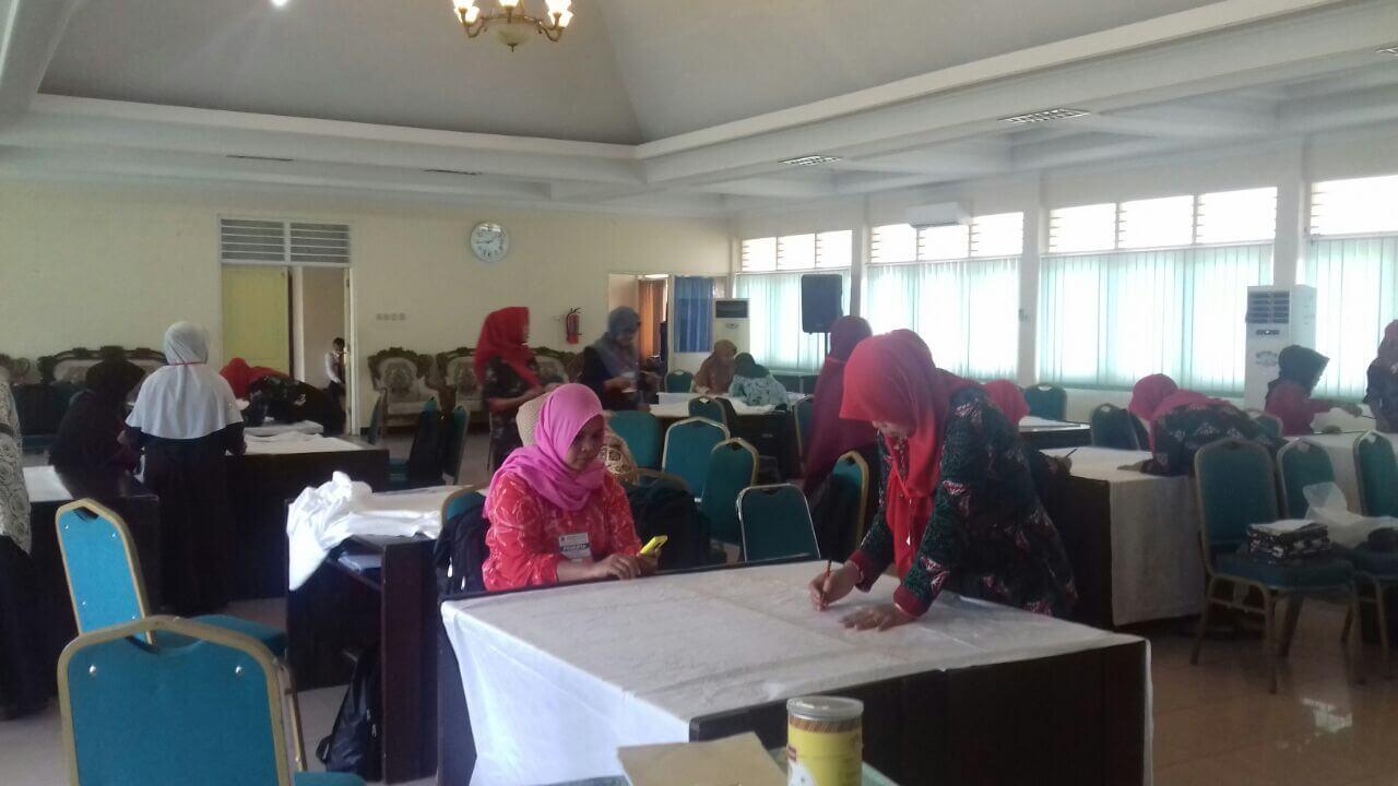 Para peserta palithan batik tingkat lanjut